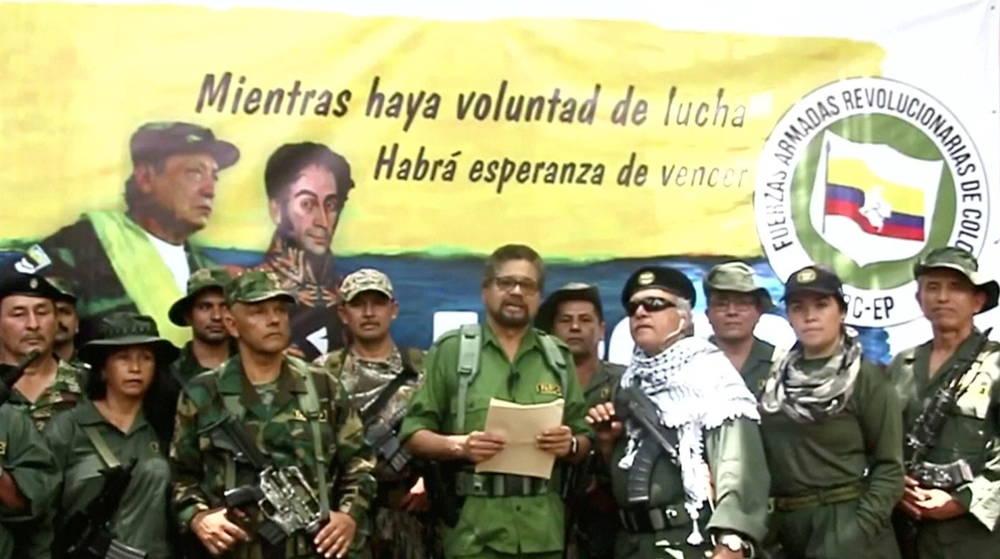 Un ex comandante de las FARC conocido como alias Ivan Marquez lee una declaración de que los ex combatientes de las FARC reanudarán su insurgencia, en una captura de pantalla sin fecha de un video publicado el 29 de agosto de 2019. ANTIGUO FOLLETO DE DISIDENCIA DE LAS FARC a través de REUTERS