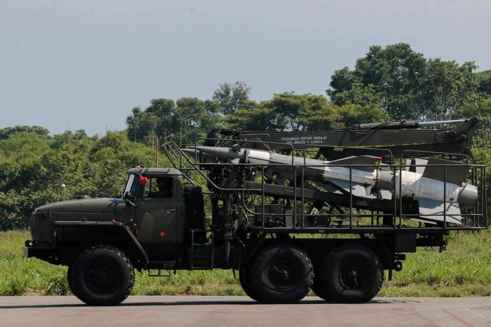Aviones de combate de Rusia y EE. UU. se ciernen sobre la disputada de Venezuela con Colombia