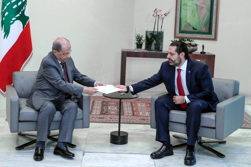 El presidente de Líbano Michel Aoun recibe la carta de renuncia del primer ministro Saad Hariri, en el palacio presidencial de Baabda. Dalati y Nohra, HO