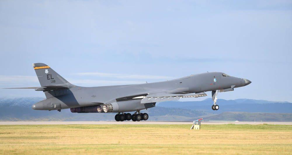 Un B-1B del 28o Ala de Bombardeo despega de la Base de la Fuerza Aérea Ellsworth en septiembre de 2019.