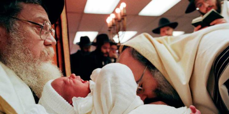 Líderes judíos de Suecia horrorizados por legislación contra la circuncisión