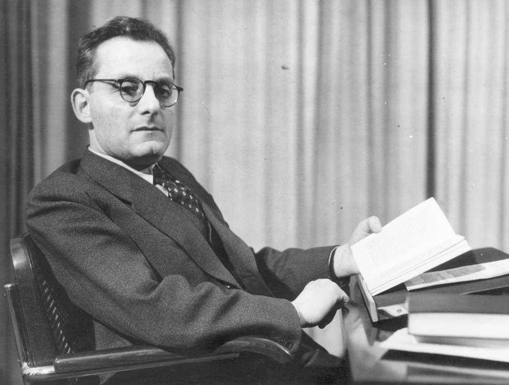 El escritor austríaco de origen checo Max Brod, amigo, biógrafo y editor de Kafka. imágenes falsas