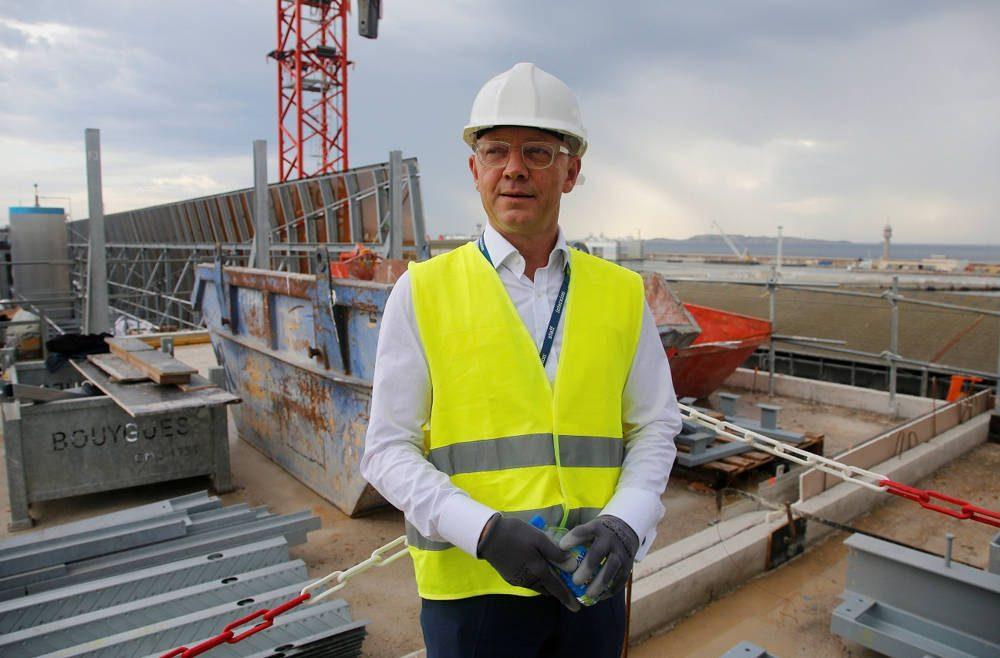 El director gerente de Interxion, Fabrice Coquio, es visto en el sitio de construcción del centro de datos Interxion MRS3, instalado en una antigua base submarina alemana construida durante la Segunda Guerra Mundial en Marsella, el martes