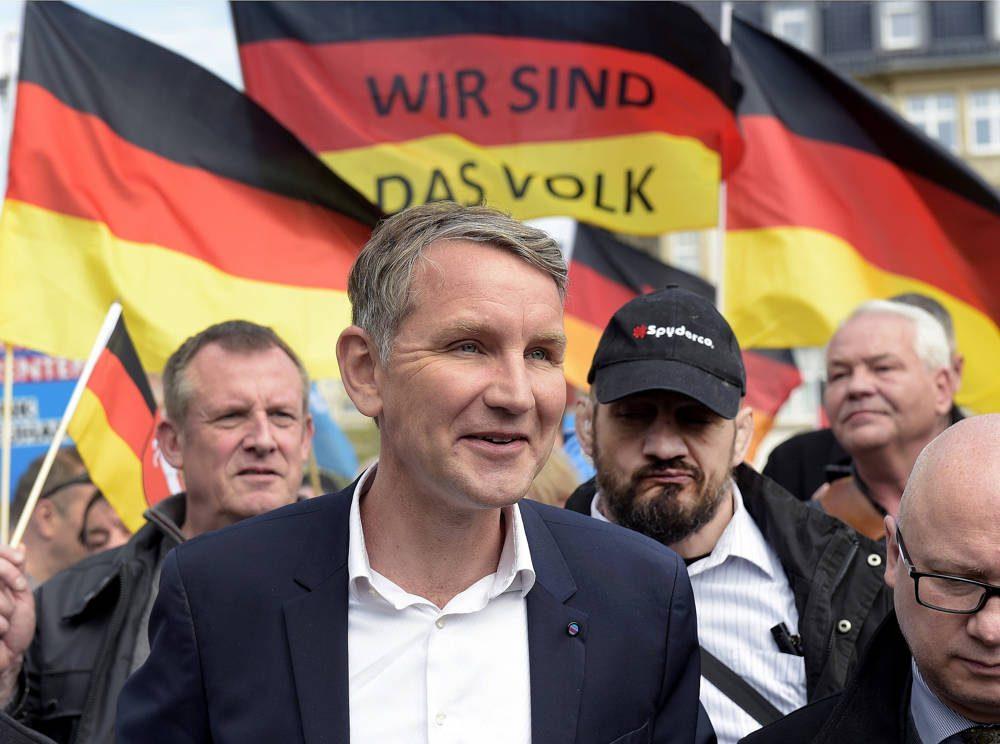 El líder de la facción AfD de Thuringia, Bjoern Hoecke, asiste a un mitin en Erfurt, Alemania, el miércoles 1 de mayo de 2019. (Foto AP / Jens Meyer)