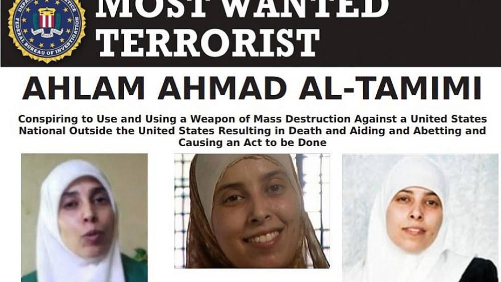 """Cartel del """"terrorista más buscado"""" del FBI para la terrorista palestino Ahlam Ahmad al-Tamimi, una de las autoras intelectuales del atentado del 9 de agosto de 2001 en la pizzería Sbarro en Jerusalem. Crédito: FBI."""