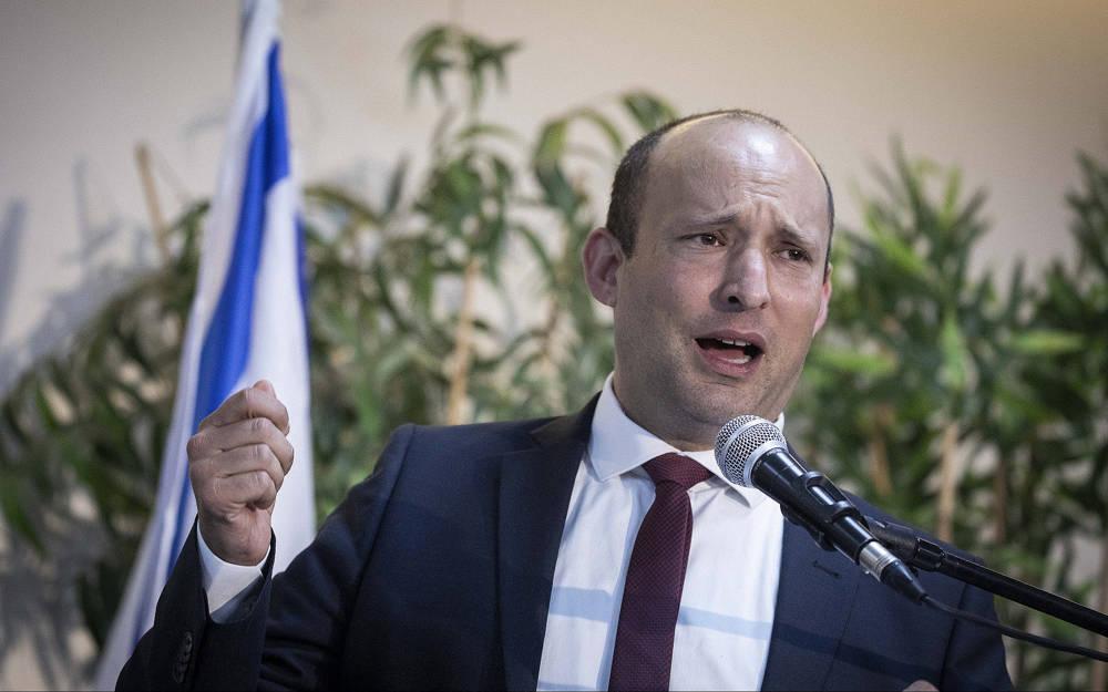 El líder del partido Nueva Derecha, Naftali Bennett, habla durante una conferencia de prensa en la Expo Tel Aviv el 5 de septiembre de 2019. (Hadas Parush / Flash90)