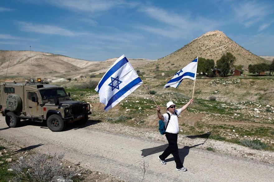 Ilustrativo: los israelíes participan en una marcha anual de 8 km en el valle del Jordán. 21 de febrero de 2014. (Yonatan Sindel / FLASH90)