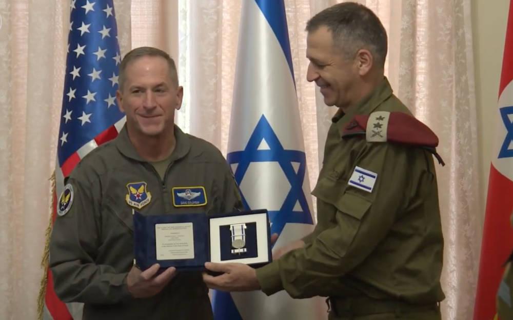 El jefe de la Fuerza Aérea de los Estados Unidos, David Goldfein (L) y el Jefe de Estado Mayor de las FDI, Aviv Kohavi, el 15 de noviembre de 2019. (Captura de pantalla / YouTube)