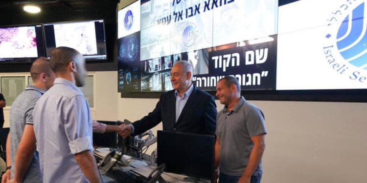 Netanyahu visita el centro de comando Shin Bet que llevó a cabo la operación contra Bahaa Abu al-Ata el 14 de noviembre de 2019. (Crédito de la foto: SHIN BET)