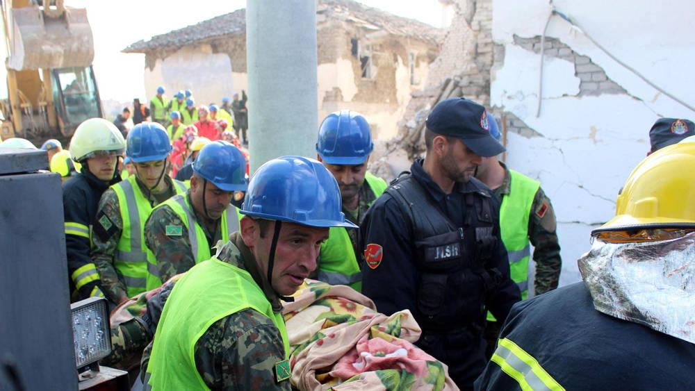 Esfuerzos de rescate en Albania ( Foto: EPA )