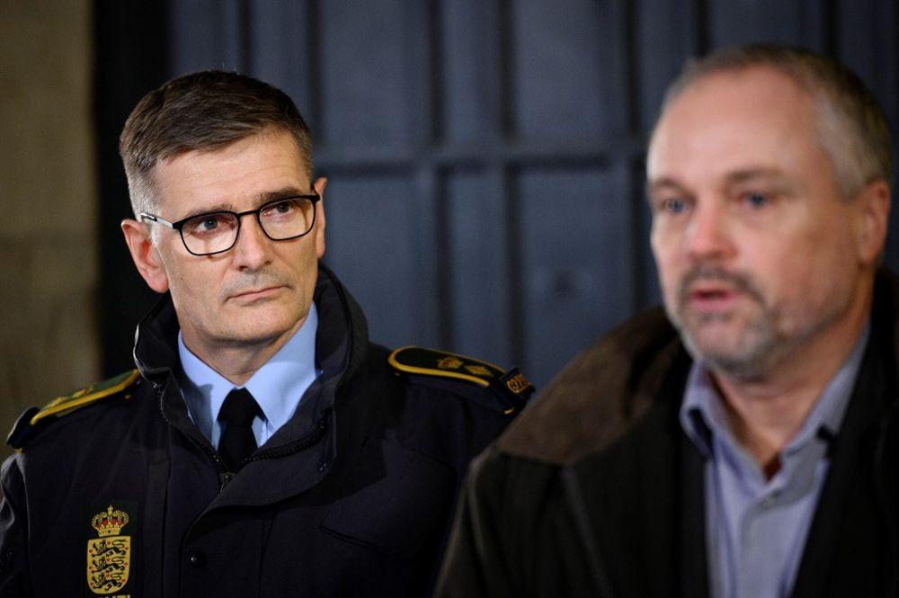 Joergen Bergen Skov (L), inspector jefe de policía de Copenhague, y Flemming Drejer (R), el jefe de la agencia de inteligencia PET dan una conferencia de prensa en la estación de policía principal de Copenhague el 11 de diciembre de 2019 (Philip Davali / Ritzau Scanpix / AFP)
