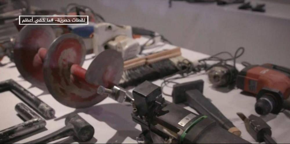 Una imagen fija tomada del informe de Al-Jazeera pretende mostrar las herramientas de las FDI incautadas por Hamas en Gaza ( Foto: captura de pantalla )
