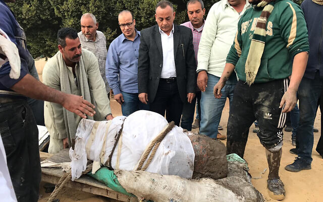 Estatua del faraón Ramses II descubierta en Egipto