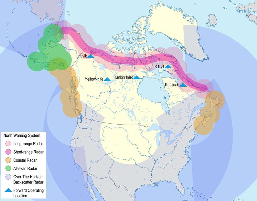 n mapa que muestra el Sistema de Advertencia del Norte tal como estaba planeado en 1987. El final de la Guerra Fría llevó a la reducción de partes del sistema.