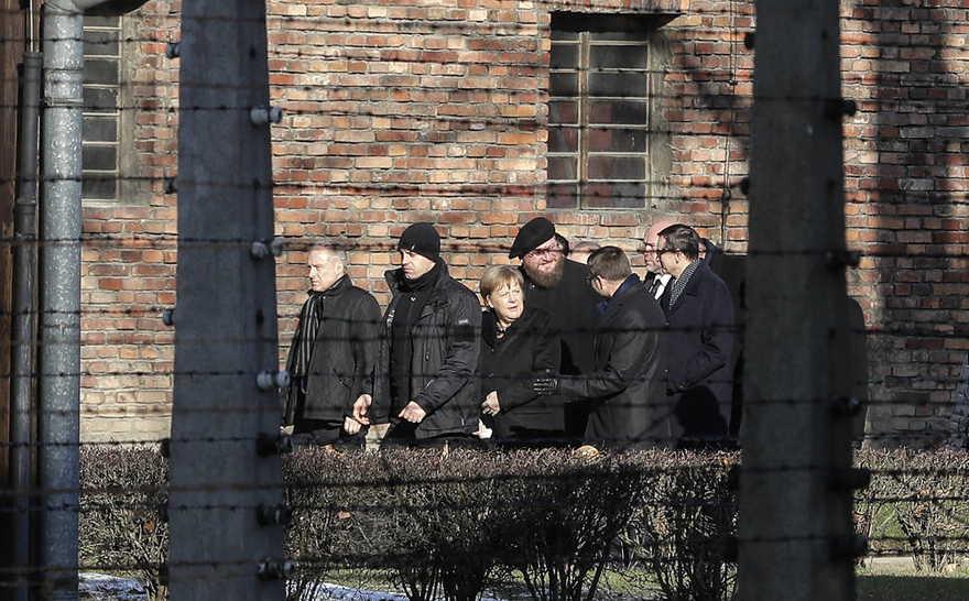 Merkel visita Auschwitz por primera vez