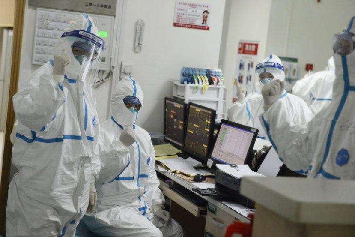 Primeras imágenes de cómo tratan a los pacientes del nuevo coronavirus en China 2
