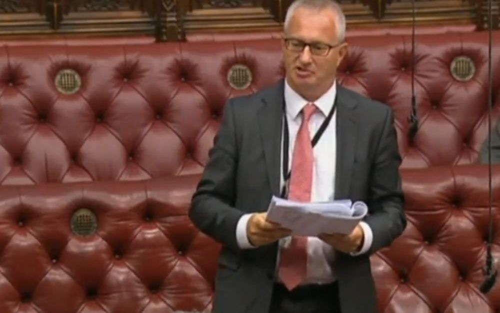 Lord Baron Stuart Polak se dirige a la Cámara de los Lores británica | Captura de pantalla: YouTube