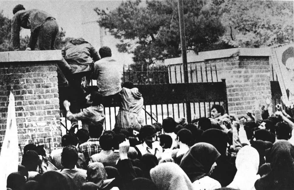Los cantos de 'Muerte a América' escuchados en Bagdad se hacen eco de la crisis de rehenes en Irán