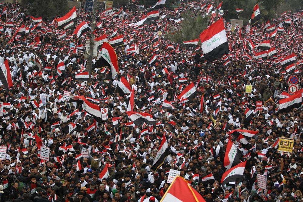 Seguidores del influyente clérigo Al Sadr abandonan las protestas en Bagdad