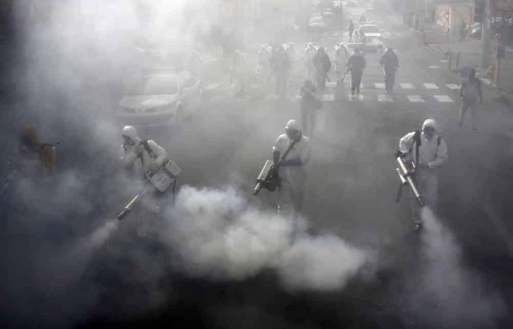 Con 500 muertos, Irán vaciará las calles y revisará a los 80 millones de personas en busca del virus