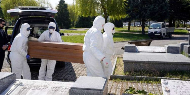 Número total de muertes por coronavirus en España supera los nueve mil