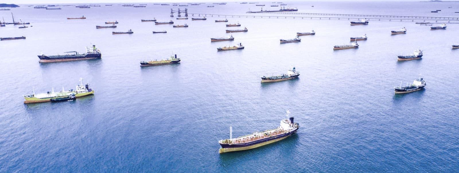 El exceso de petróleo almacenado en el mar comienza a reducirse