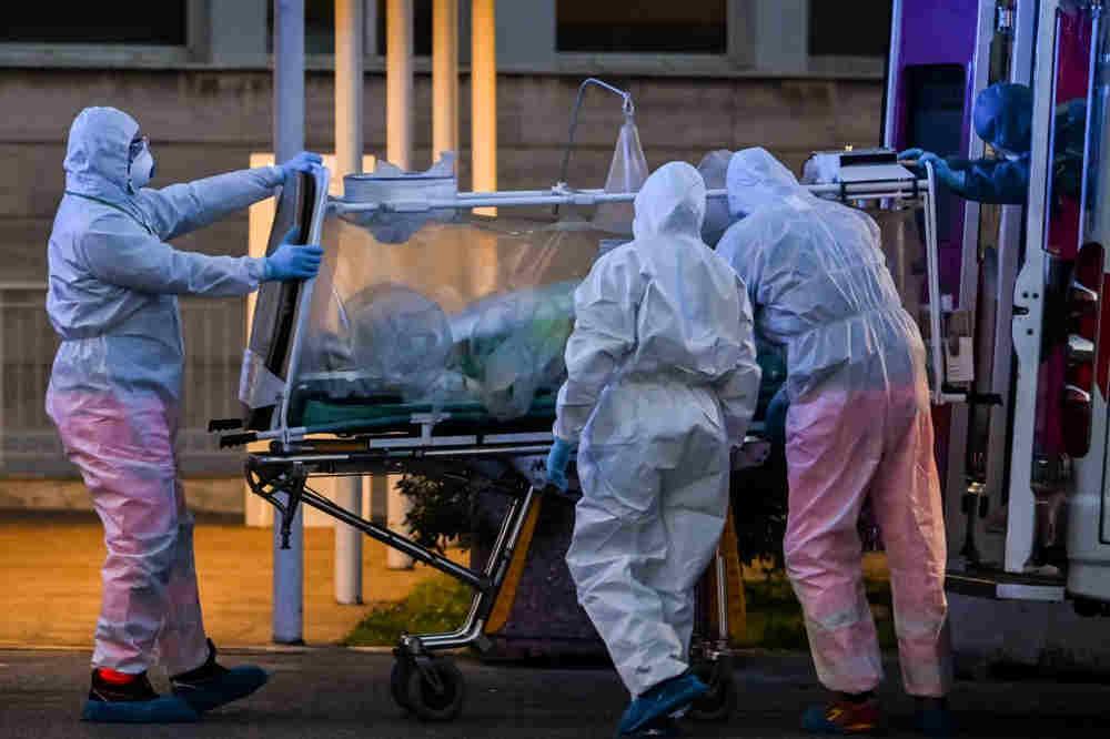 Nuevo récord de muertes en Italia: 793 en un día