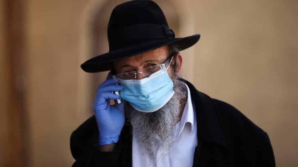 Israel producirá máscaras especiales para personas con barba por razones religiosas