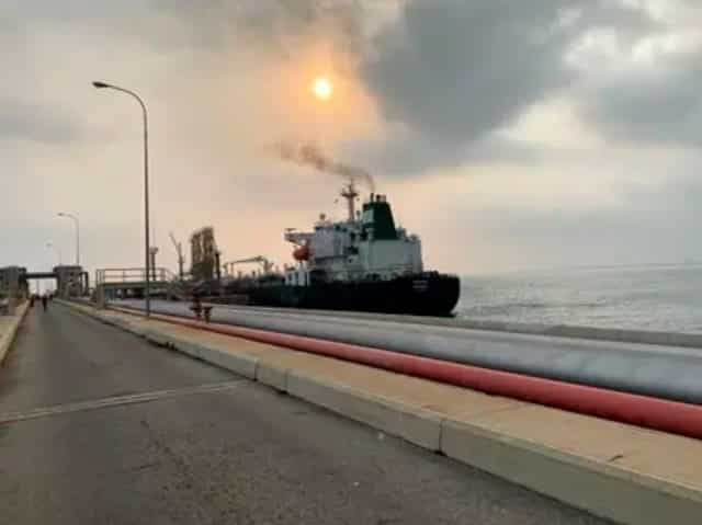 Maduro anuncia llegada a Venezuela de tres buques con gasolina de Irán