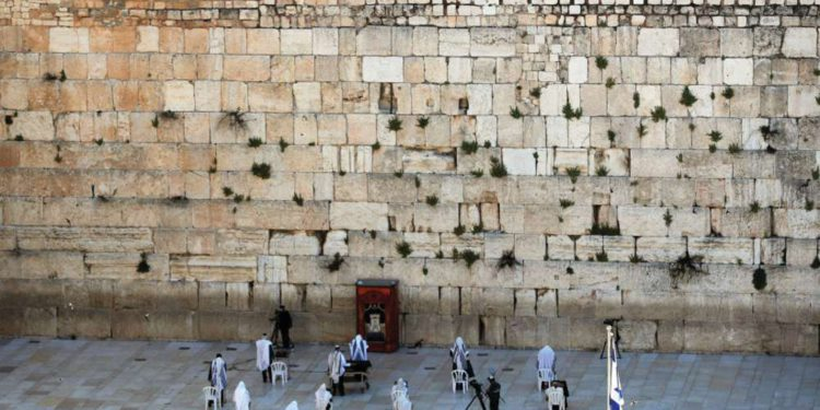 Israelíes reiniciarán plegarias en el Muro Occidental de la capital