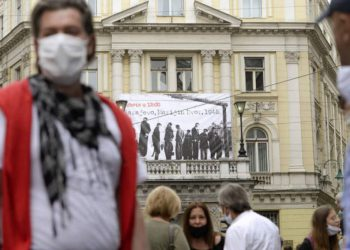 Miles de personas en Sarajevo protestan contra la misa para los colaboradores nazis