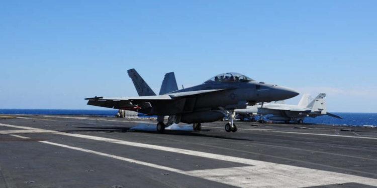 El F/A-18F de la Marina de los EE.UU. se estrelló en el Mar de Filipinas