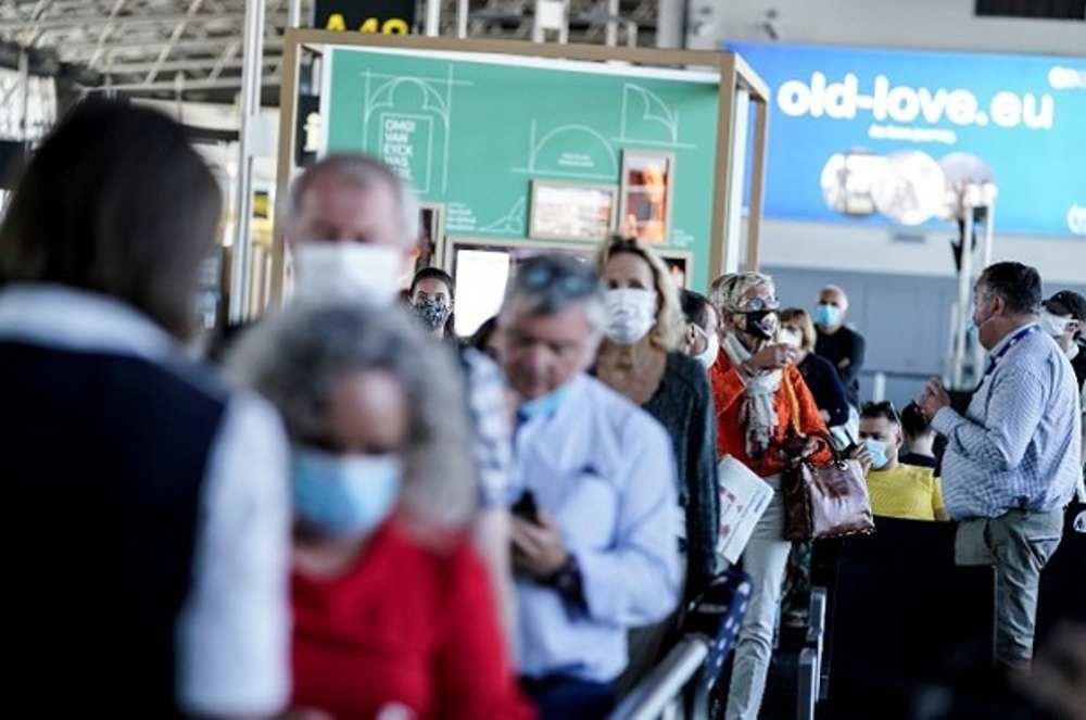 Los países europeos están facilitando algunos controles fronterizos desde el lunes, después de meses de bloqueo por coronavirus, antes de lo que se espera que sea un verano de bajo perfil en la industria turística.