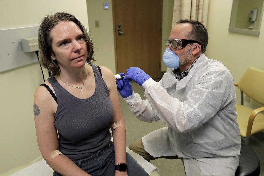 Israel está cerca de firmar un acuerdo con la empresa biotecnológica estadounidense, Moderna, para suministrar una vacuna contra la COVID-19 si el desarrollo de la compañía tiene éxito, informó Canal 13 de televisión, el domingo.