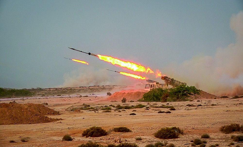 Irán dispara misiles balísticos desde bases subterráneas durante ejercicio militar