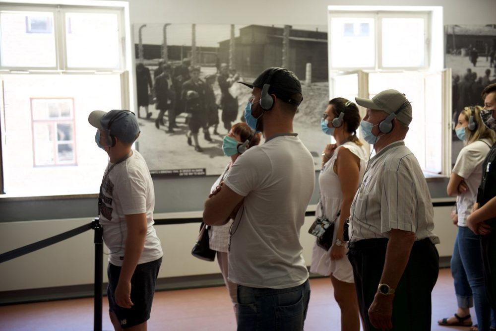 Museo de Auschwitz abre a los visitantes tras cierre debido al coronavirus