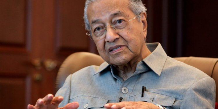 """Ex-PM de Malasia: """"Los musulmanes tienen derecho a matar a millones de franceses"""""""
