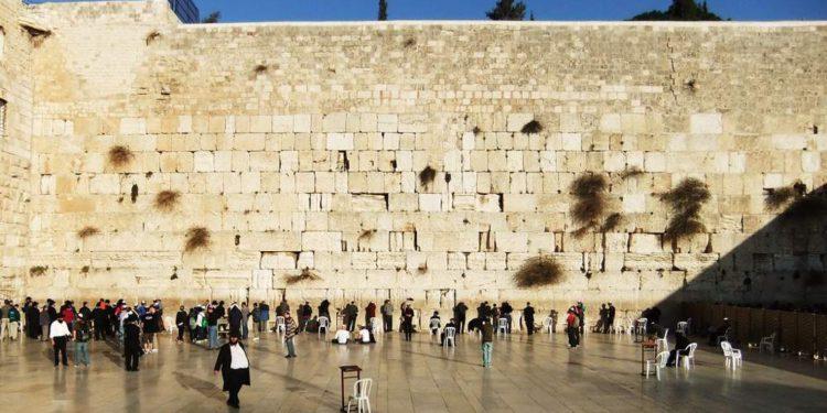 Rabinos instan al público a unirse a las oraciones en el Muro Occidental