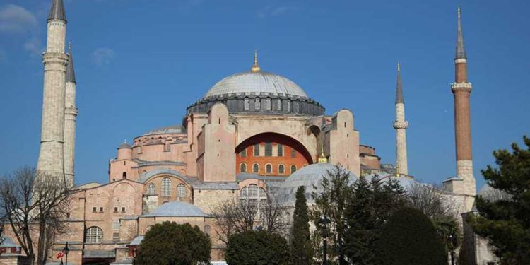 Erdogan convierte la antigua catedral de Santa Sofía en una mezquita