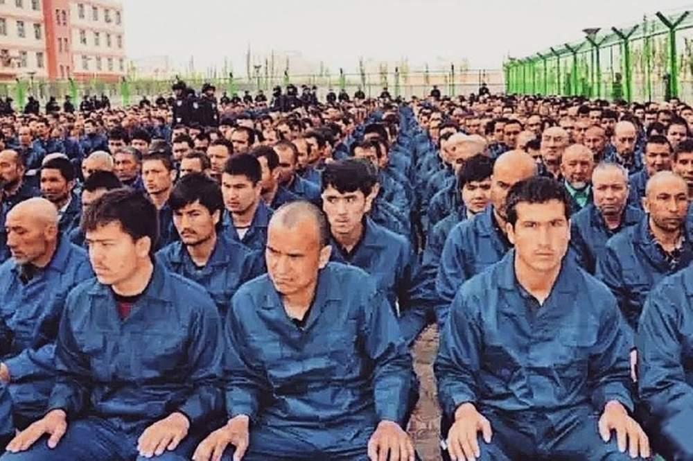 China explota a musulmanes uigures para fabricar máscaras faciales