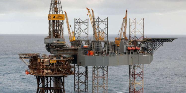 Apache compensa las malas ganancias con importante descubrimiento de petróleo