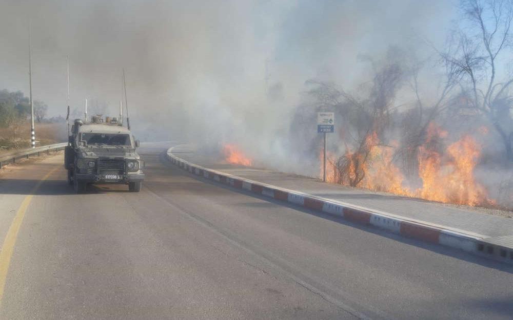 Israel lucha desde el cielo contra los incendios causados por Gaza