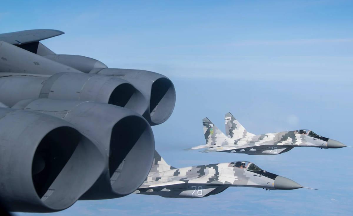 Bombarderos B-52H de EE.UU causaron alerta a dos Su-57 de Rusia