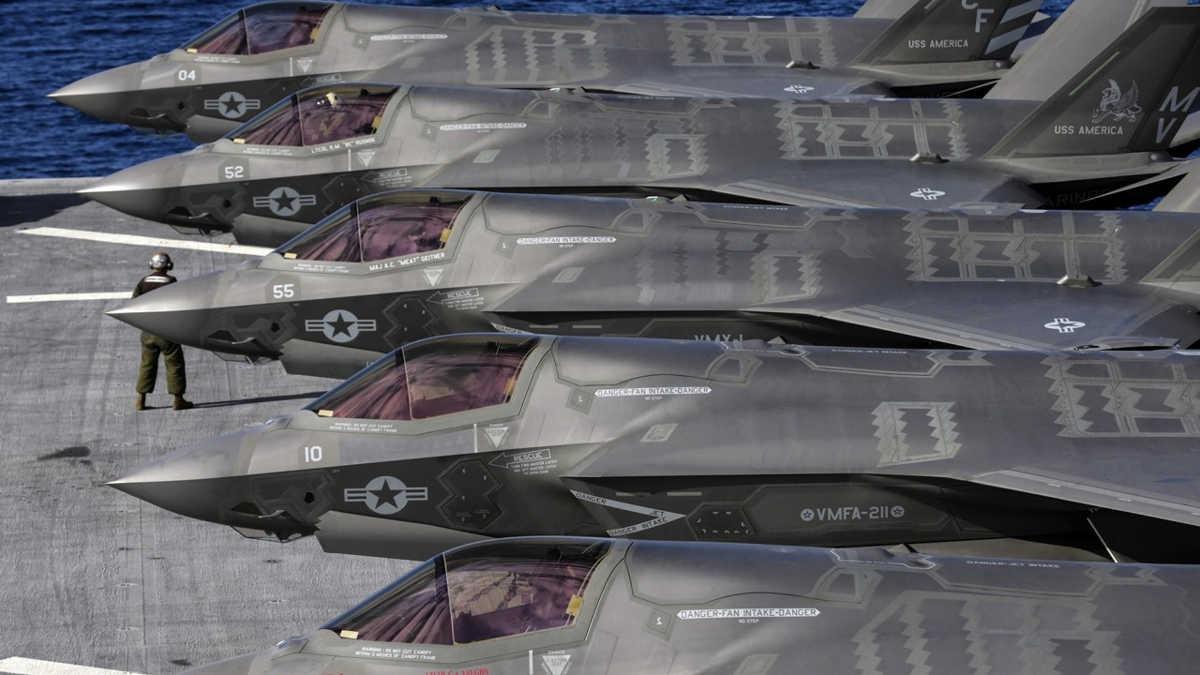El caza furtivo FC-31 de China pretende igualar al F-35 de Estados Unidos