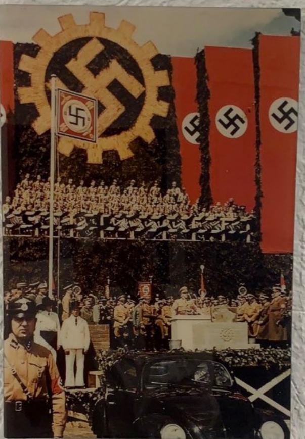 El Centro Wiesenthal exige a Volkswagen México que cese al concesionario que exhibe símbolos Nazis