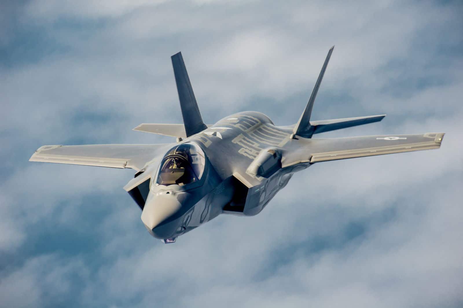 El F-35 de EE.UU y el Su-35 de Rusia se enfrentan por los cielos de EAU