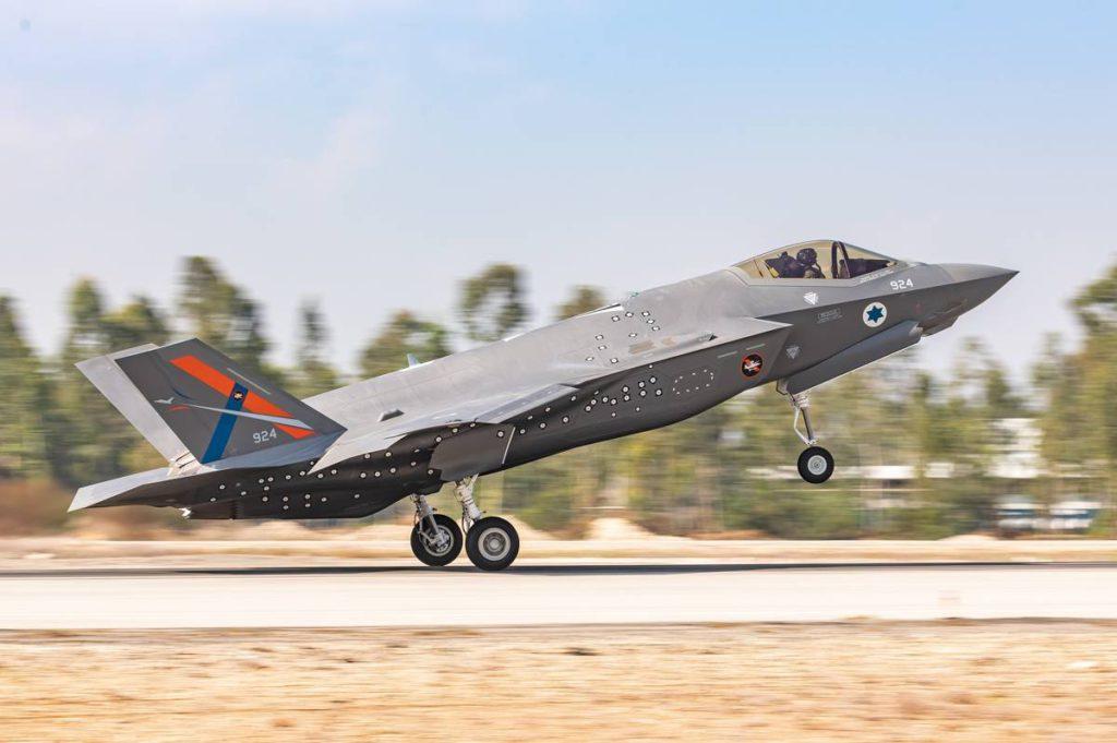 El F-35i experimental único de Israel aterriza en Tel Nof