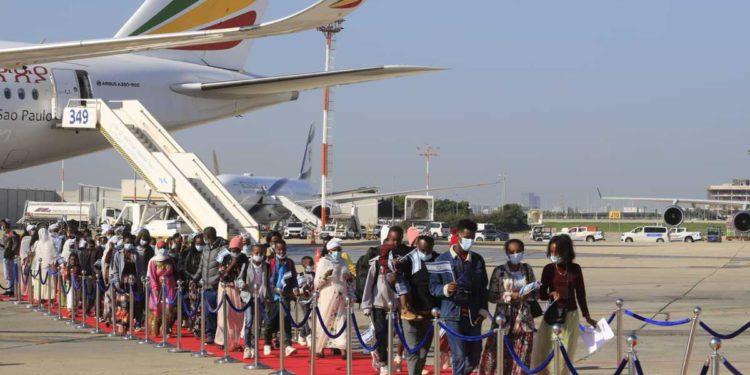 Cientos de inmigrantes etíopes son bienvenidos a Israel