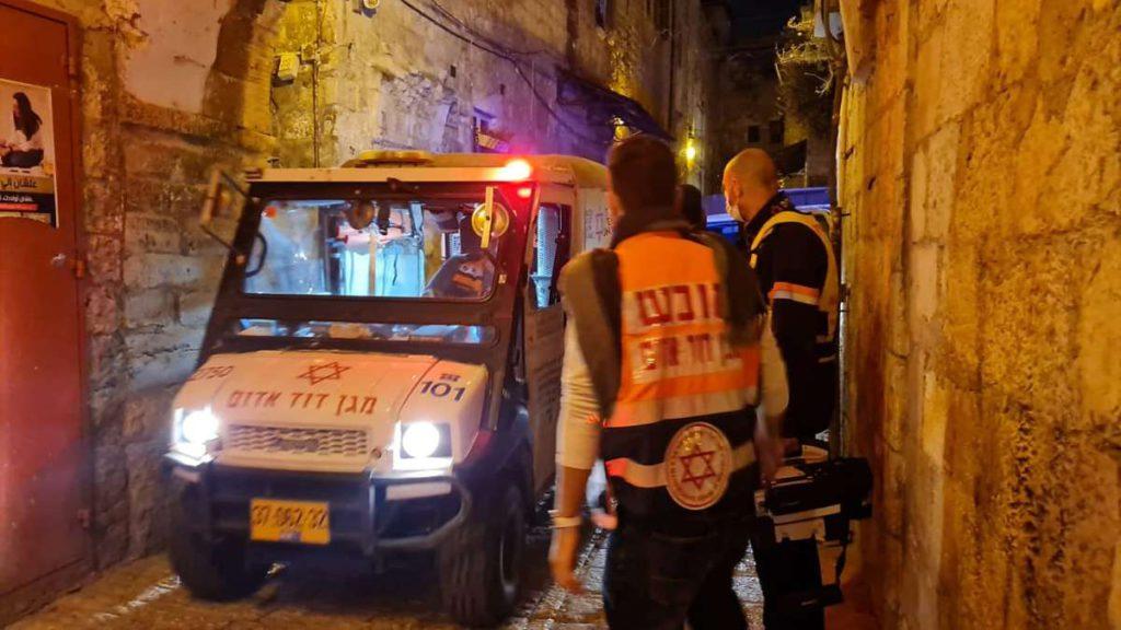 Mini ambulancia callejuela de Jerusalem