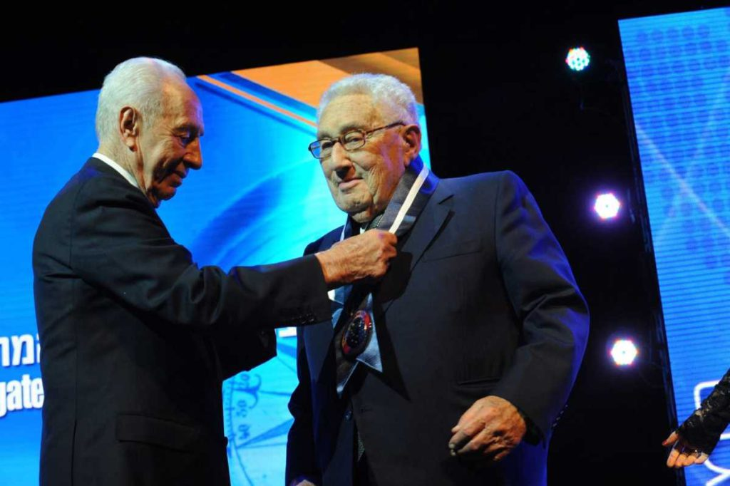 Peres y Kissinger